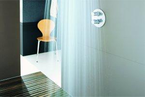 barrierefreie duschen f r menschen mit behinderung stiftung myhandicap. Black Bedroom Furniture Sets. Home Design Ideas