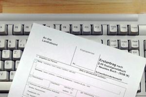 ein formular liegt auf einer tastatur foto myhandicap - Widerspruch Gdb Begrundung Muster